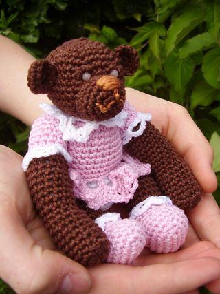 Chrochet Teddy bear sitting