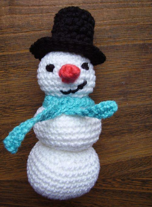 Amigurumi crochet snowman toy