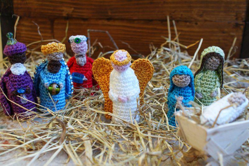 Angel crochet among Nativity Set web