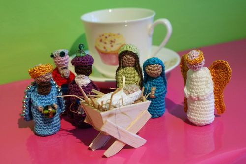 Angel crochet Nativity Set scale photo web