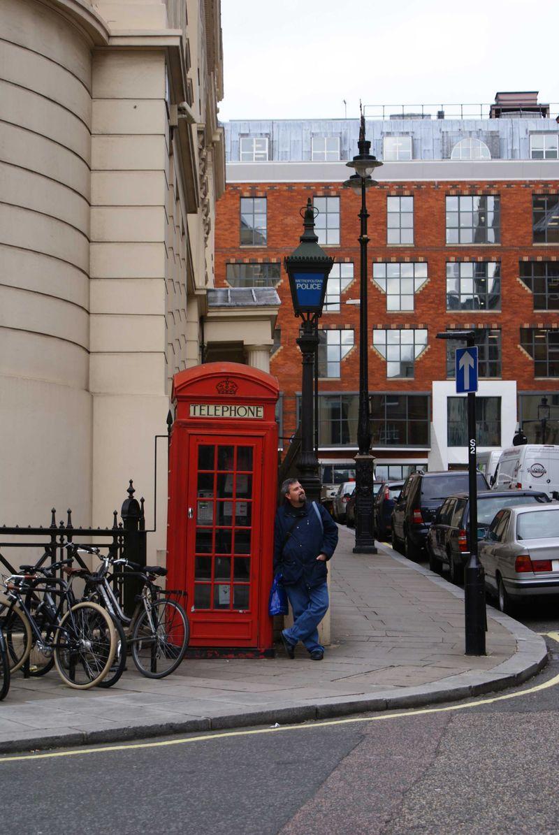 He waits LONDON web