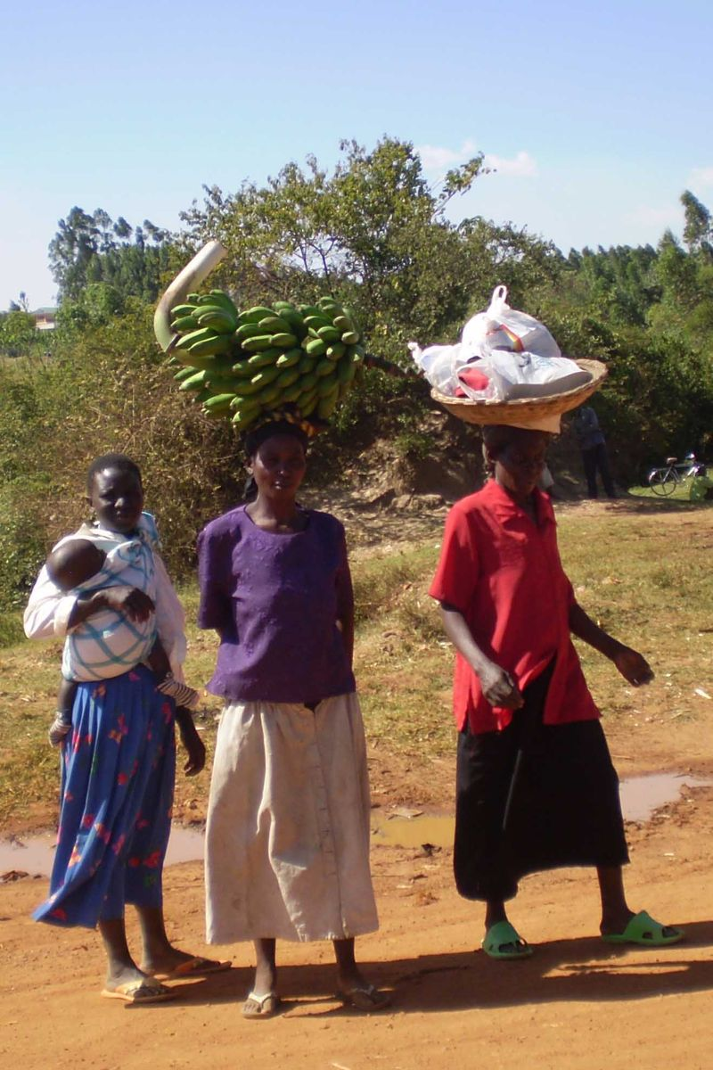 Ladies carrying bananas web
