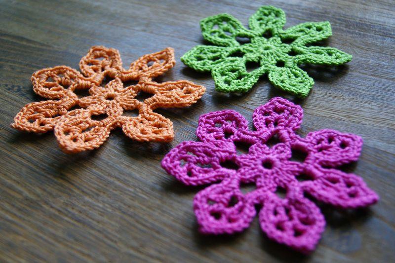 Three Tahiti Blossom crochet Flowers web