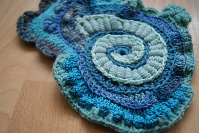 Hooked on Crochet blue scrumbled spiral start close up 2 web