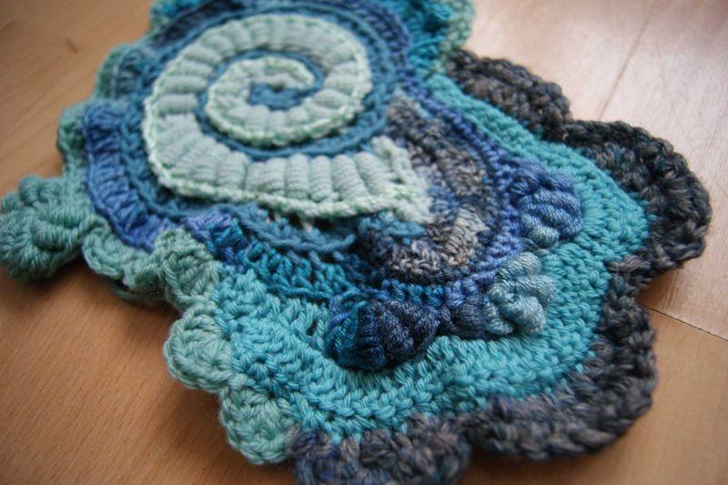 Hooked on Crochet blue scrumbled spiral start close up 1 web